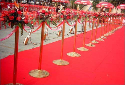 剪彩辅助道具有:金立柱花球,鲜花罗马柱,水晶花柱及传统仪礼端托盘等